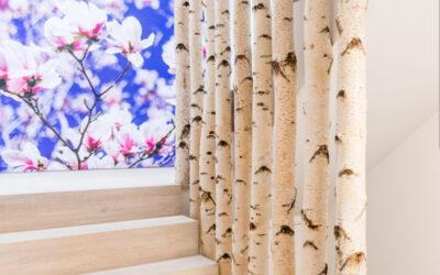 4 Meter lange Birkenstämme als Treppengeländer