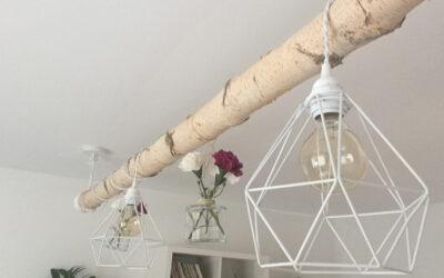 Stylische Lampe aus einem Birkenstamm